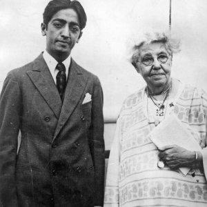 jiddu-krishnamurti-annie-besant-1926