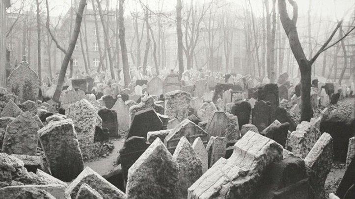 prague-cemetery-24_75x36_5