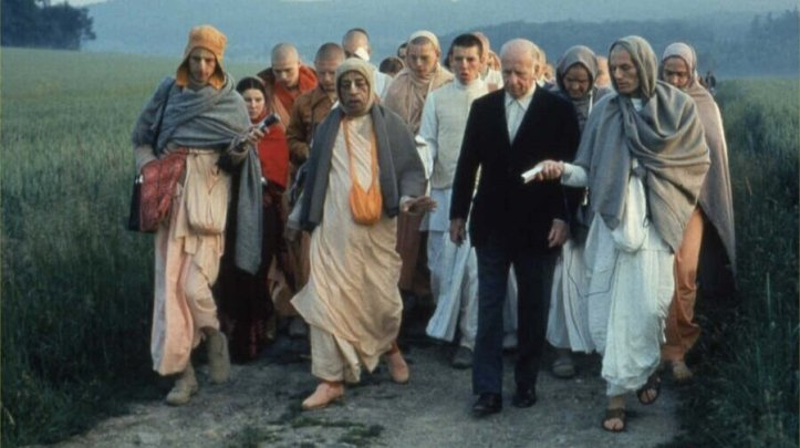 prabhupada_on_a_morning_walk_with_baron_von_durkheim_in_frankfurt